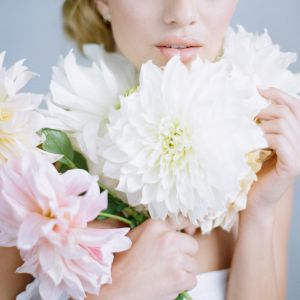 awn designs pink white dahlias